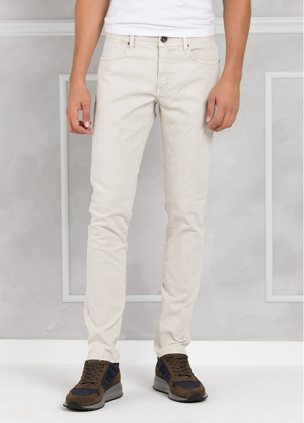 Pantalón 5 bolsillos SLIM FIT modelo FRED 75 color crudo. 97% Algodón 3% Elastán.