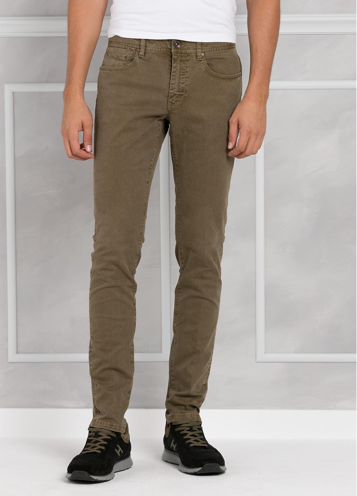 Pantalón 5 bolsillos SLIM FIT modelo FRED 75 color tostado. 97% Algodón 3% Elastán. - Ítem2