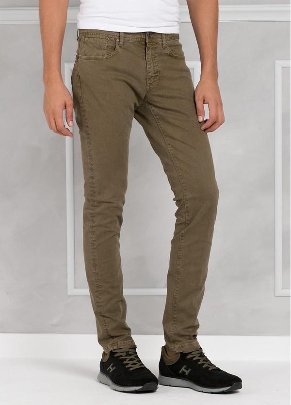 Pantalón 5 bolsillos SLIM FIT modelo FRED 75 color tostado. 97% Algodón 3% Elastán.