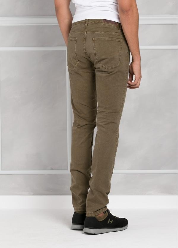 Pantalón 5 bolsillos SLIM FIT modelo FRED 75 color tostado. 97% Algodón 3% Elastán. - Ítem1