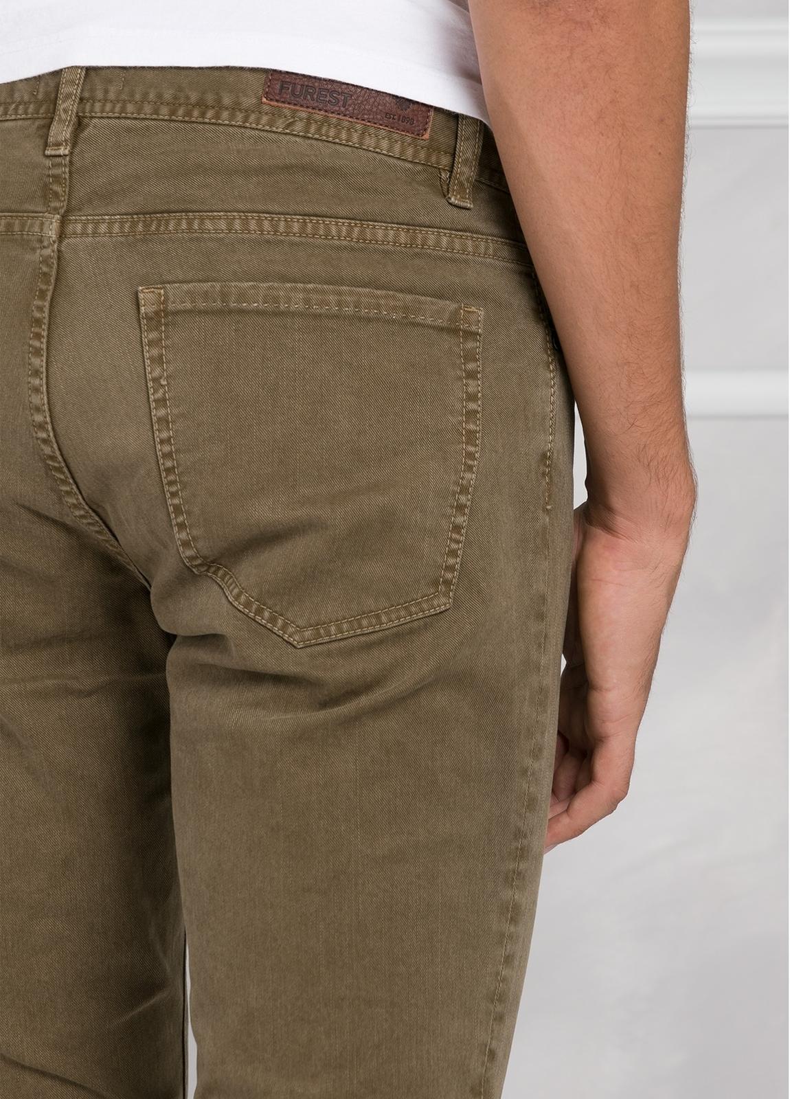 Pantalón 5 bolsillos SLIM FIT modelo FRED 75 color tostado. 97% Algodón 3% Elastán. - Ítem3