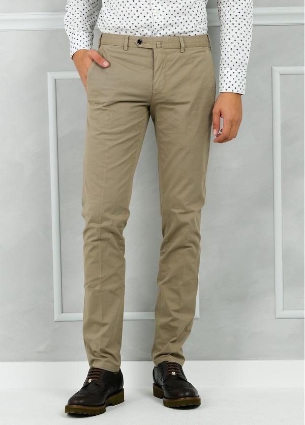 Pantalón chino modelo SANTA color tostado. 98% Algodón 2% Elastán.