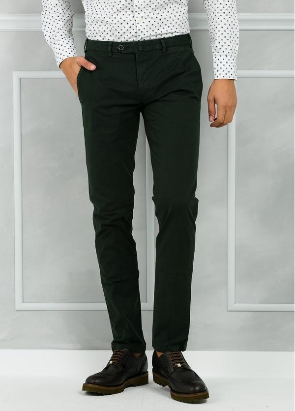 Pantalón chino modelo SANTA color verde oscuro. 98% Algodón 2% Elastán.