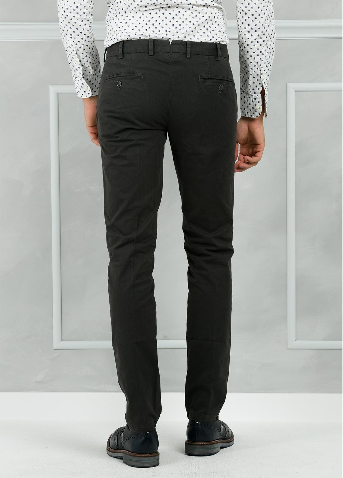 Pantalón chino modelo SANTA color gris. 98% Algodón 2% Elastán. - Ítem3