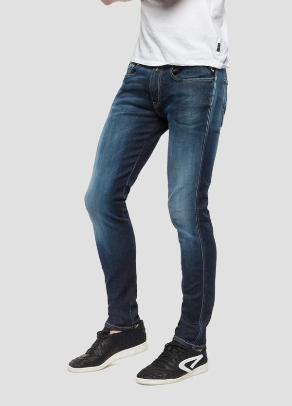 Pantalón tejano 11,5 oz elástico SLIM HYPERFLEX ANBAScolor azul lavado medio. 87% Algodón 9% Poliéster 4% Elastano. - Ítem1