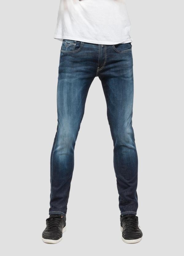 Pantalón tejano 11,5 oz elástico SLIM HYPERFLEX ANBAScolor azul lavado medio. 87% Algodón 9% Poliéster 4% Elastano.