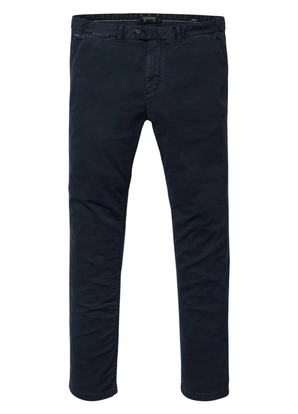 Pantalón regular slim fit de tejido dobby color azul marino. 97% Algodón 3% Elastano.