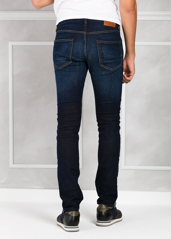 Pantalón tejano regular slim fit modelo RALSTON denim elástico color azul oscuro. 98% Algodón 2% Elastano. - Ítem3