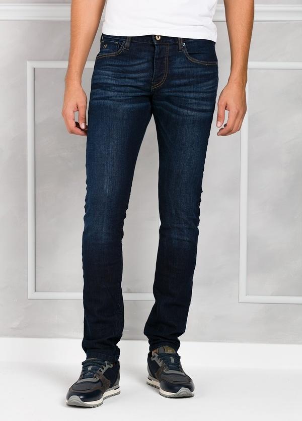 Pantalón tejano regular slim fit modelo RALSTON denim elástico color azul oscuro. 98% Algodón 2% Elastano.