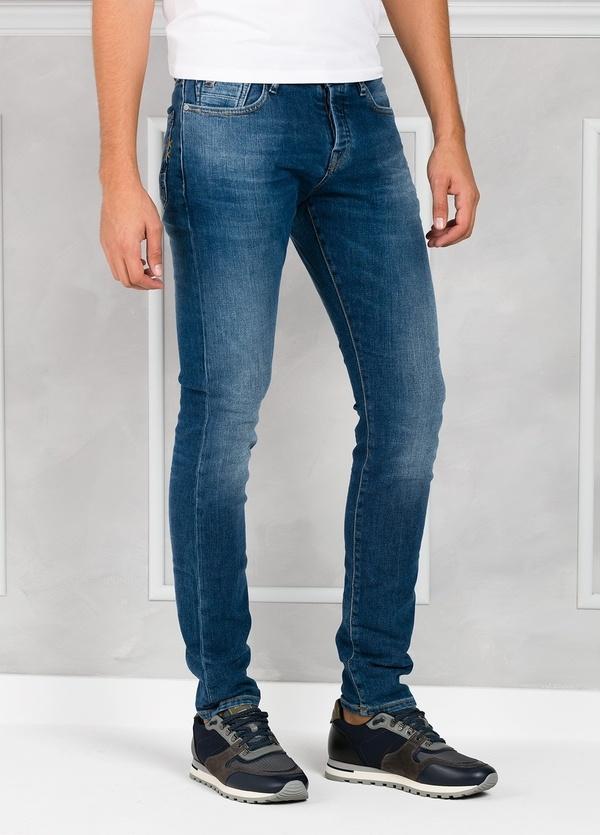 Pantalón tejano regular slim fit modelo RALSTON denim elástico color azul medio. 93% Algodón 7% Poliéster 1% Elastano. - Ítem2
