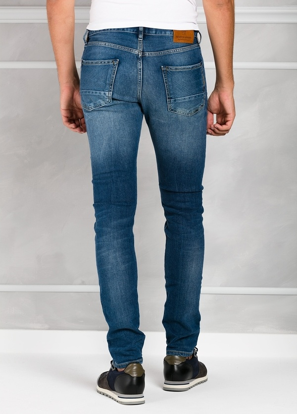 Pantalón tejano regular slim fit modelo RALSTON denim elástico color azul medio. 93% Algodón 7% Poliéster 1% Elastano. - Ítem1