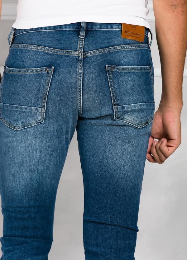 Pantalón tejano regular slim fit modelo RALSTON denim elástico color azul medio. 93% Algodón 7% Poliéster 1% Elastano. - Ítem3