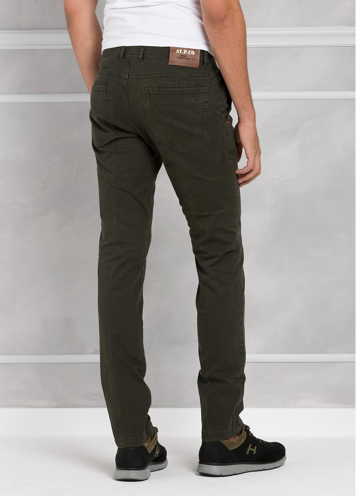 Pantalón 5 bolsillos modelo BRAD 01 color kaki. 97% Algodón 3% Elastán. - Ítem2