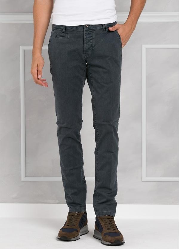 Pantalón 5 bolsillos modelo BRAD 01 color gris. 97% Algodón 3% Elastán.