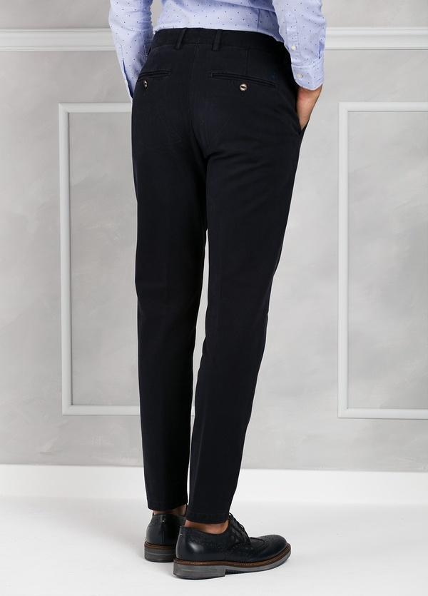 Pantalón chino ligeramente slim fit modelo GASPAR color azul marino. 100% Algodón tricotina. - Ítem3