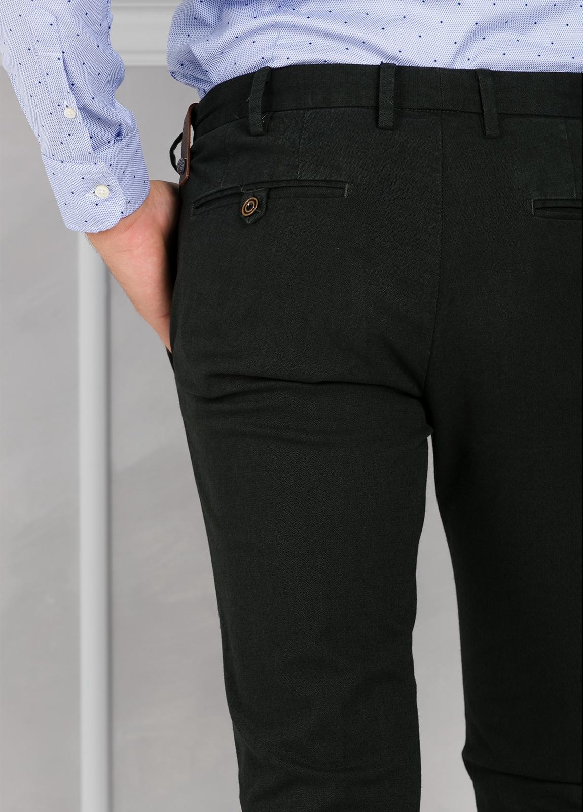 Pantalón chino ligeramente slim fit modelo JACK color verde. 98% Algodón 2% Elastán. - Ítem3