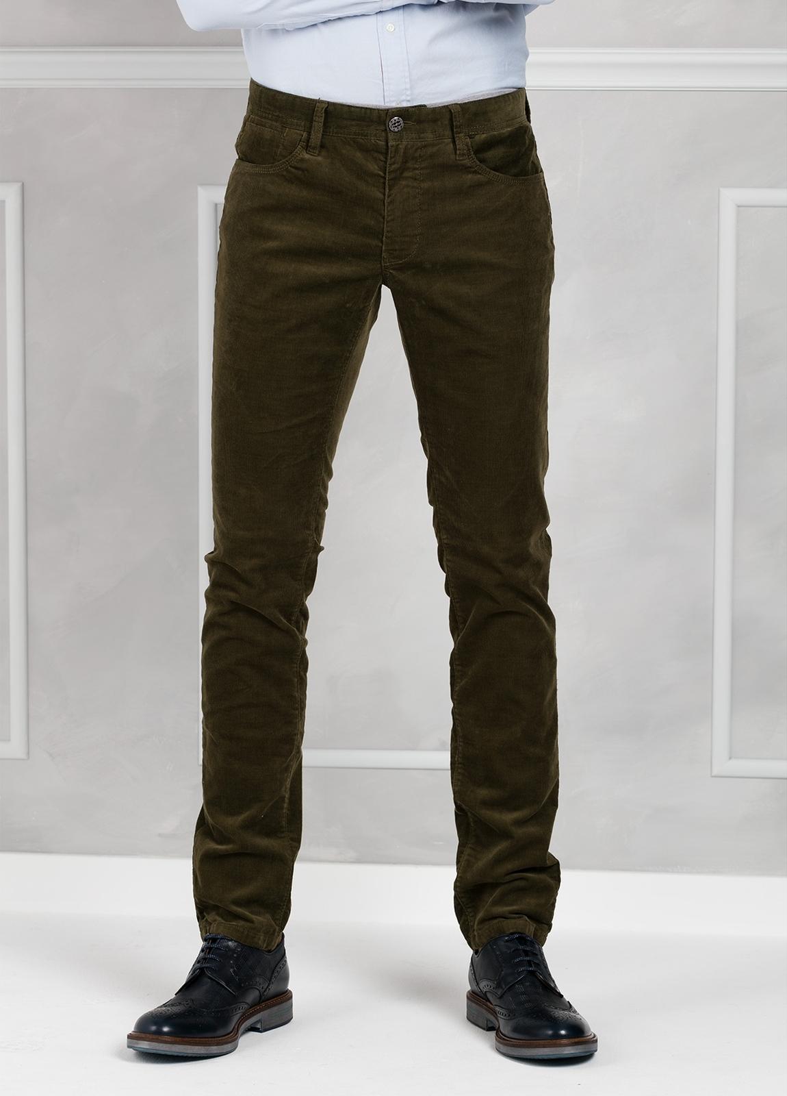 Pantalón 5 bolsillos micropana modelo FRED color kaki. 98% Algodón 2% Elastano.