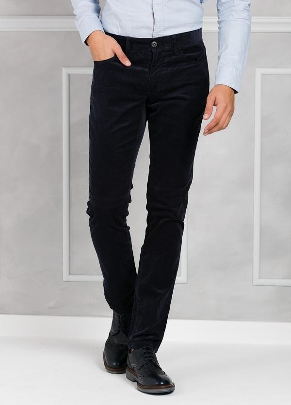 Pantalón 5 bolsillos micropana modelo FRED color azul marino. 98% Algodón 2% Elastano.