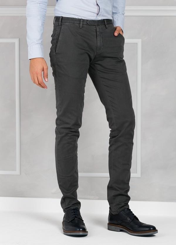 Pantalón sport slim fit color gris oscuro. 98% Algodón 2% Elastano. - Ítem1