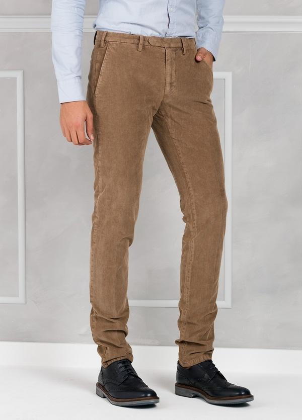Pantalón sport de pana slim fit color tostado. 98% Algodón 2% Elastano. - Ítem3