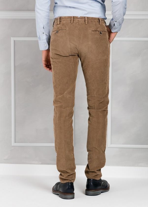 Pantalón sport de pana slim fit color tostado. 98% Algodón 2% Elastano. - Ítem2