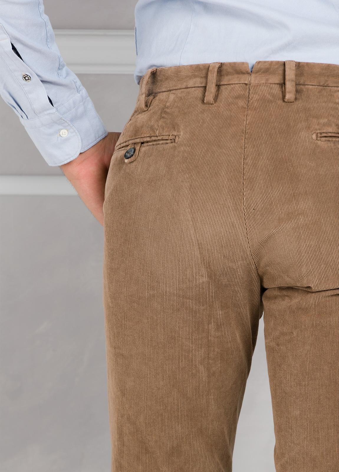 Pantalón sport de pana slim fit color tostado. 98% Algodón 2% Elastano. - Ítem1