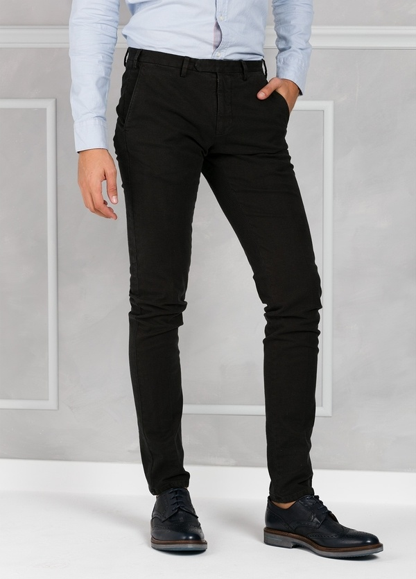 Pantalón sport pata de gallo slim fit color kaki. 98% Algodón 2% Elastano. - Ítem1