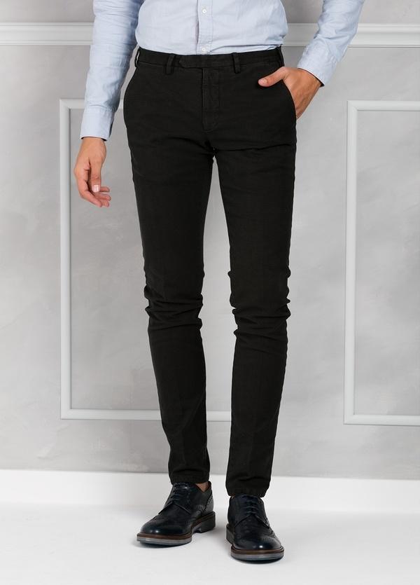 Pantalón sport pata de gallo slim fit color kaki. 98% Algodón 2% Elastano.