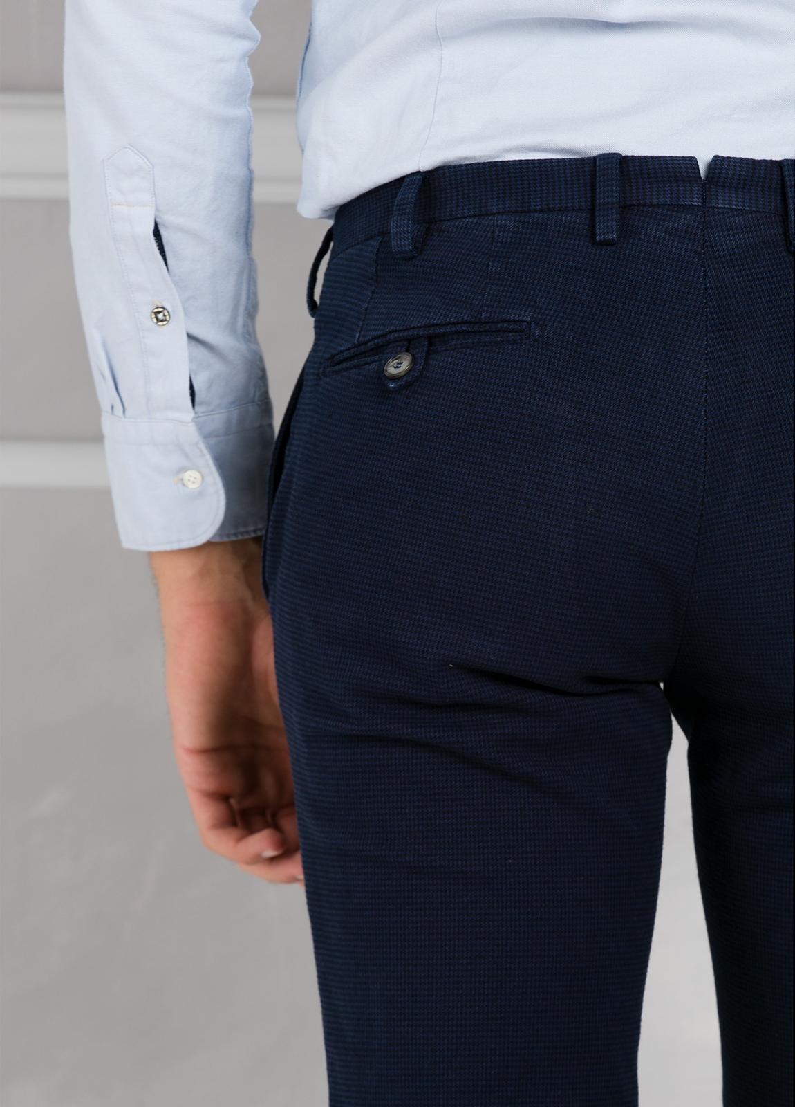 Pantalón sport pata de gallo slim fit color azul marino. 98% Algodón 2% Elastano. - Ítem2