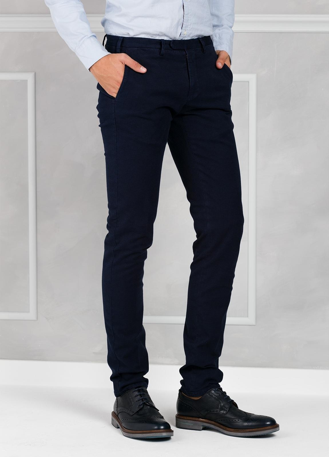Pantalón sport pata de gallo slim fit color azul marino. 98% Algodón 2% Elastano. - Ítem1