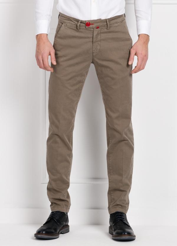 Pantalón chino color arena. 100% Algodón satinado.