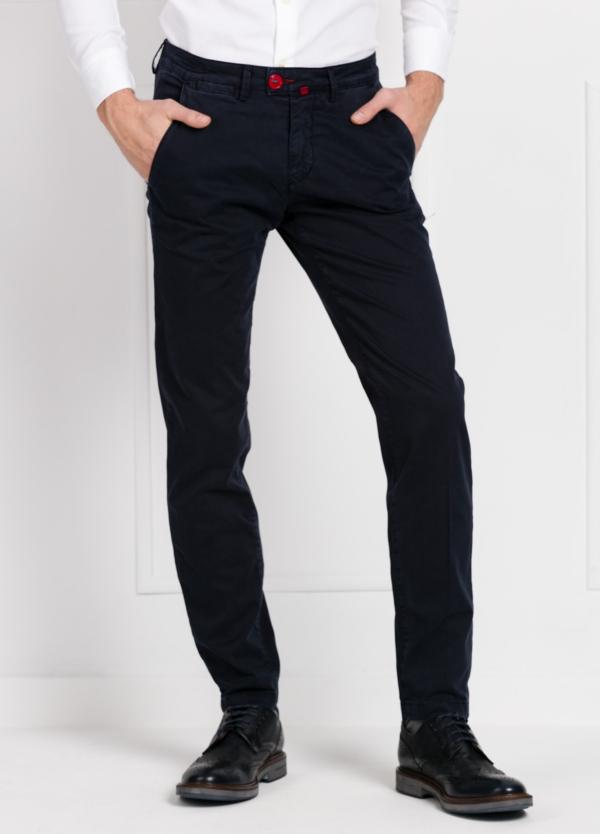 Pantalón chino color azul marino. 100% Algodón satinado.