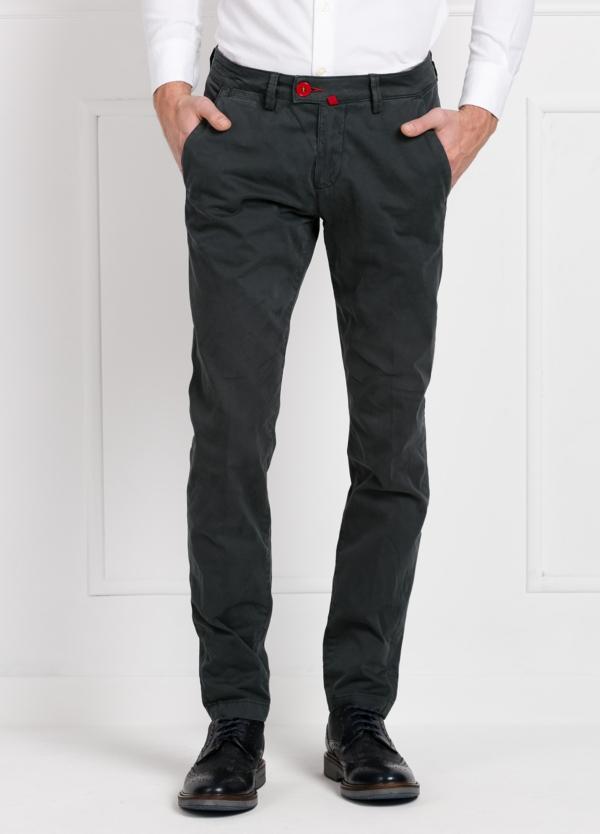 Pantalón chino color gris oscuro. 100% Algodón satinado.