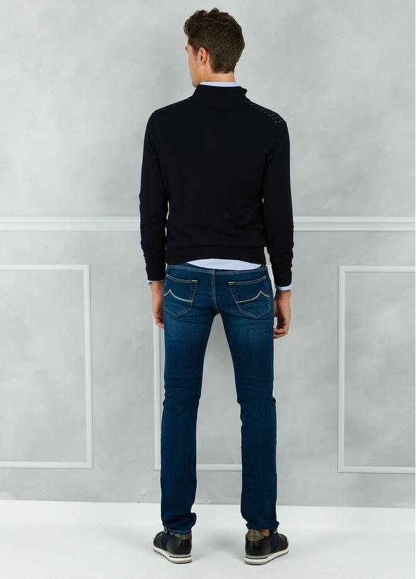 Jersey cuello zip con cremallera y estampado frontal color azul marino. 90% Algodón 10% Cashmere. - Ítem2