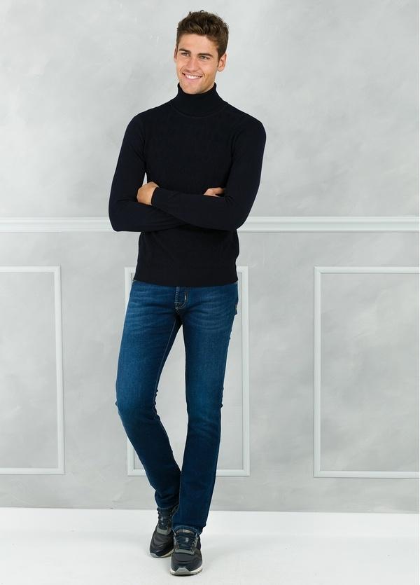 Jersey cuello cisne y dibujo frontal, color azul marino. 90% Algodón 10% Cashmere. - Ítem1