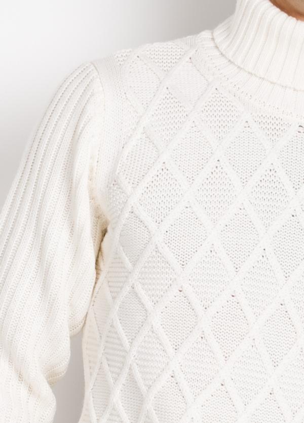 Jersey cuello cisne tejido trenzado y canalé color crudo. - Ítem2