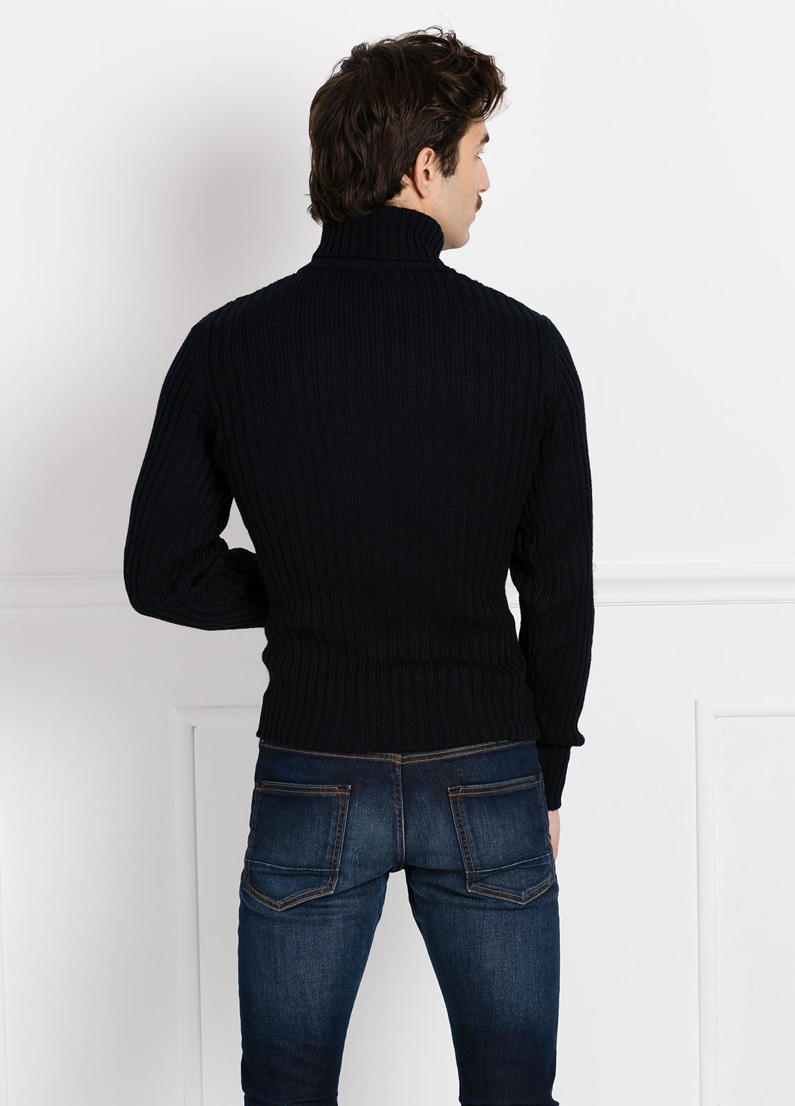 Jersey cuello cisne tejido trenzado y canalé color azul marino. - Ítem2