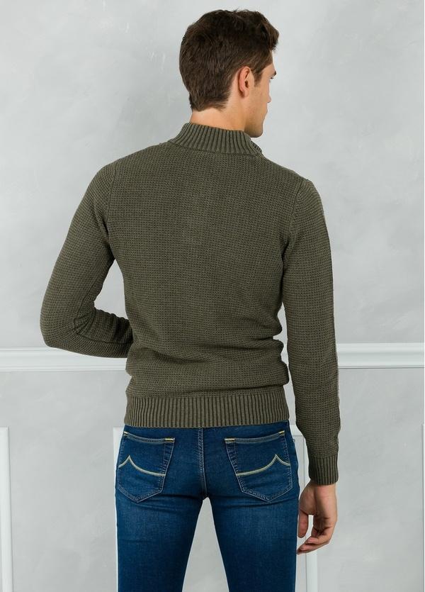 Jersey textura y cuello polo con botones, color kaki. 30% Lana 35% Algodón 35% Acrílico. - Ítem1