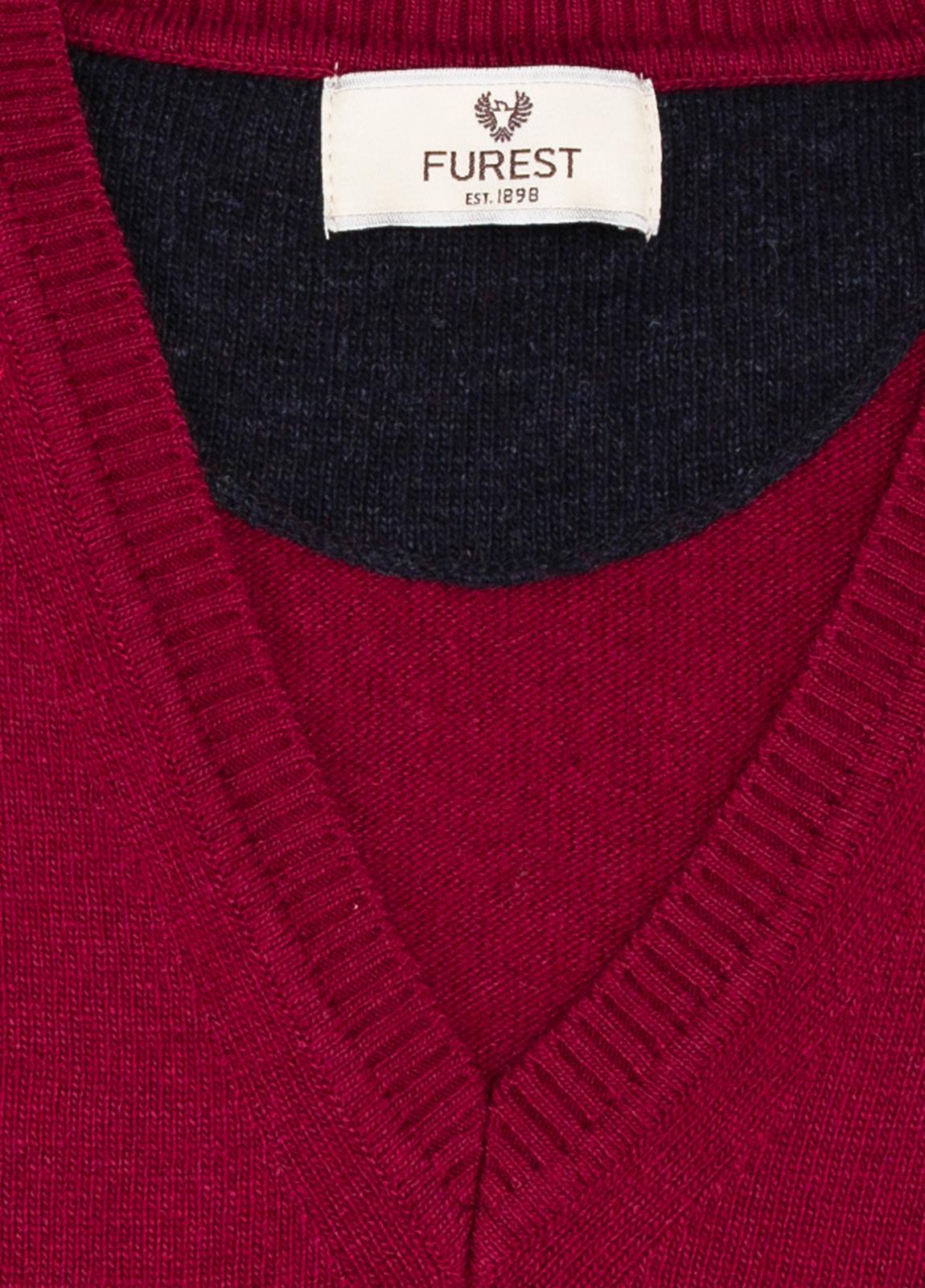 Jersey liso cuello pico color rojo, 40% lana merino, 20% viscosa, 10% cachemire