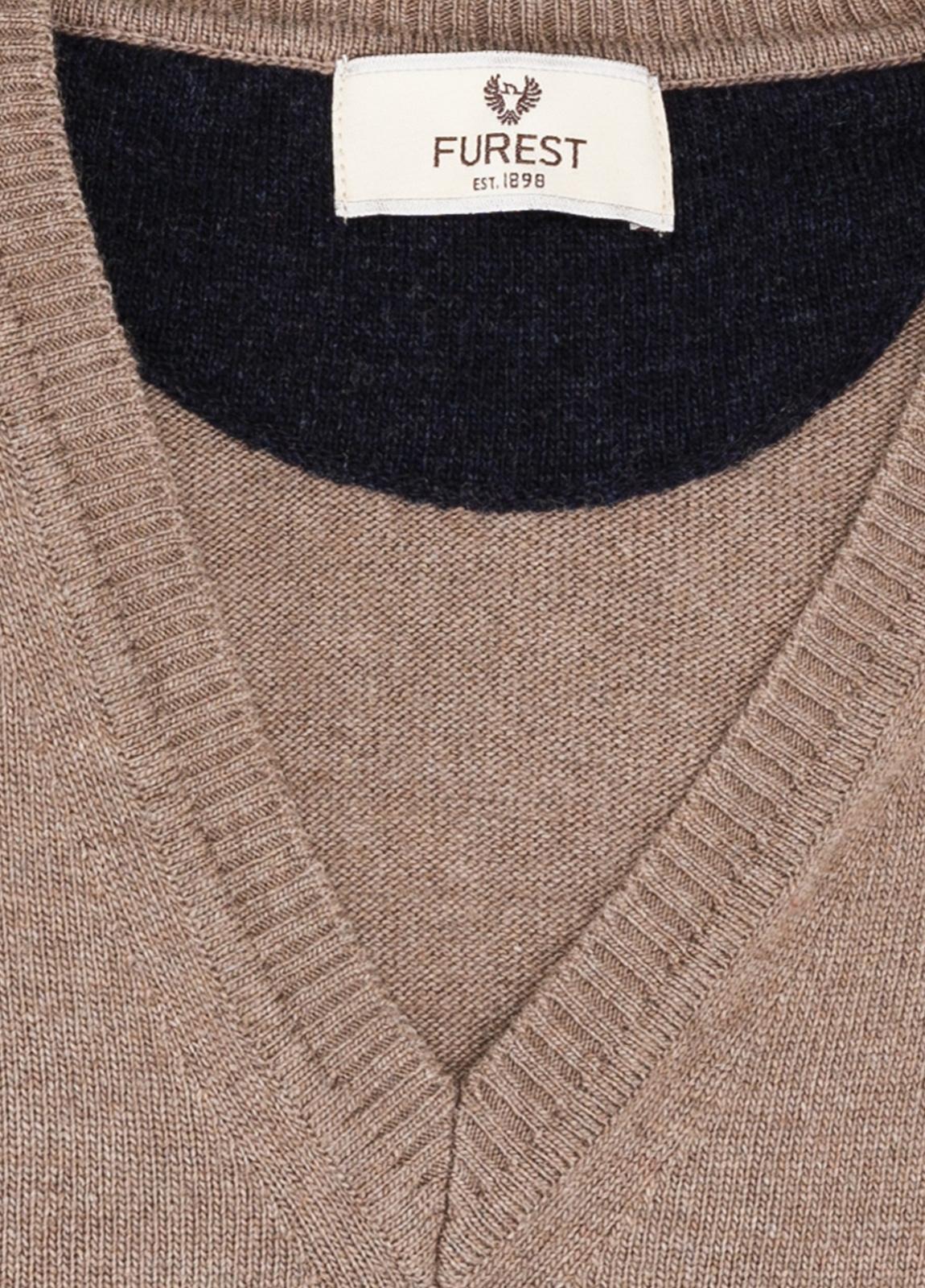 Jersey liso cuello pico color marron, 40% lana merino, 20% viscosa, 10% cachemire