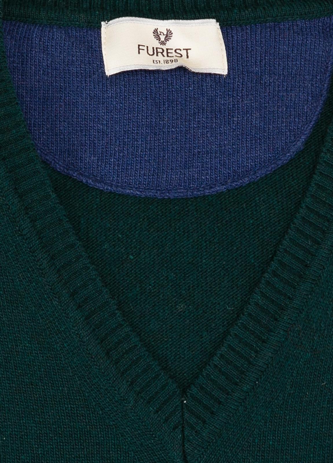 Jersey liso cuello pico color verde botella, 40% lana merino, 20% viscosa, 10% cachemire
