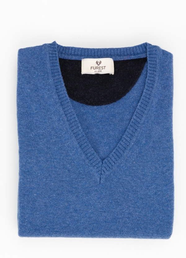 Jersey liso cuello pico color azul, 40% lana merino, 20% viscosa, 10% cachemire - Ítem1