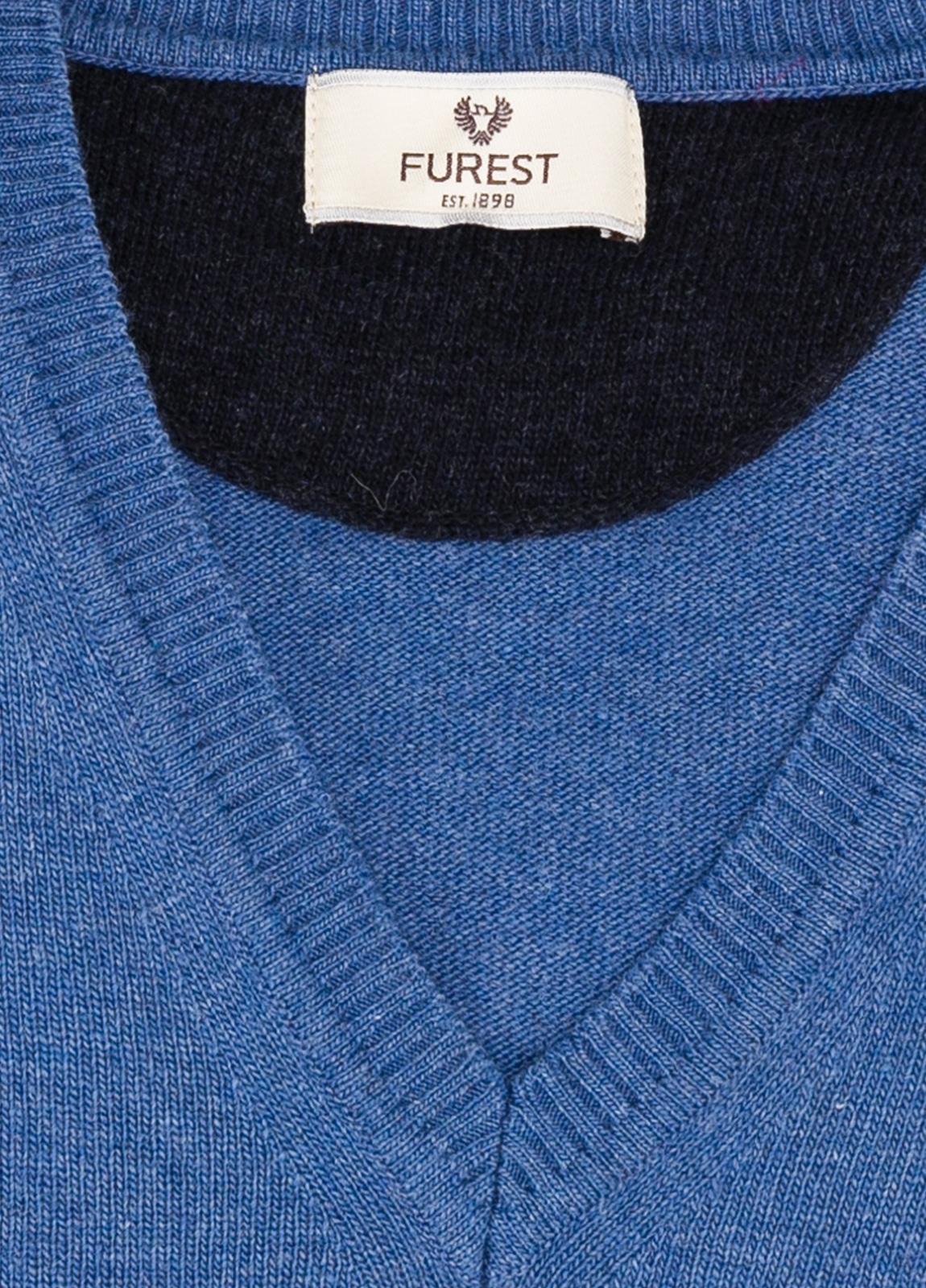 Jersey liso cuello pico color azul, 40% lana merino, 20% viscosa, 10% cachemire