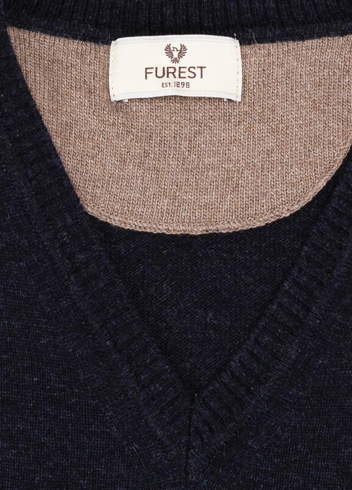 Jersey liso cuello pico color azul marino, 40% lana merino, 20% viscosa, 10% cachemire