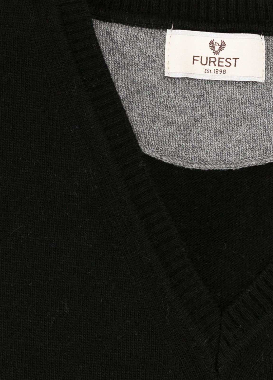 Jersey liso cuello pico color negro, 40% lana merino, 20% viscosa, 10% cachemire