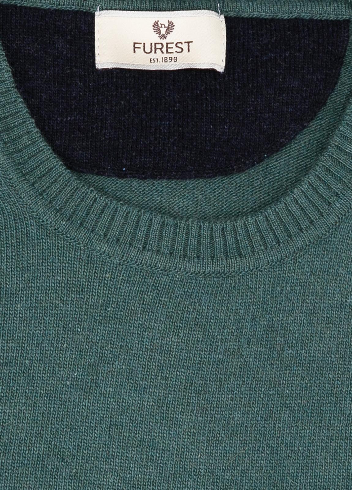 Jersey liso cuello redondo color verde, 40% lana merino, 20% viscosa, 10% cachemire