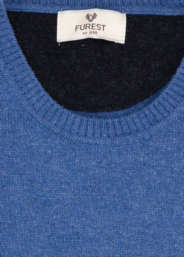 Jersey liso cuello redondo color azulón, 40% lana merino, 20% viscosa, 10% cachemire