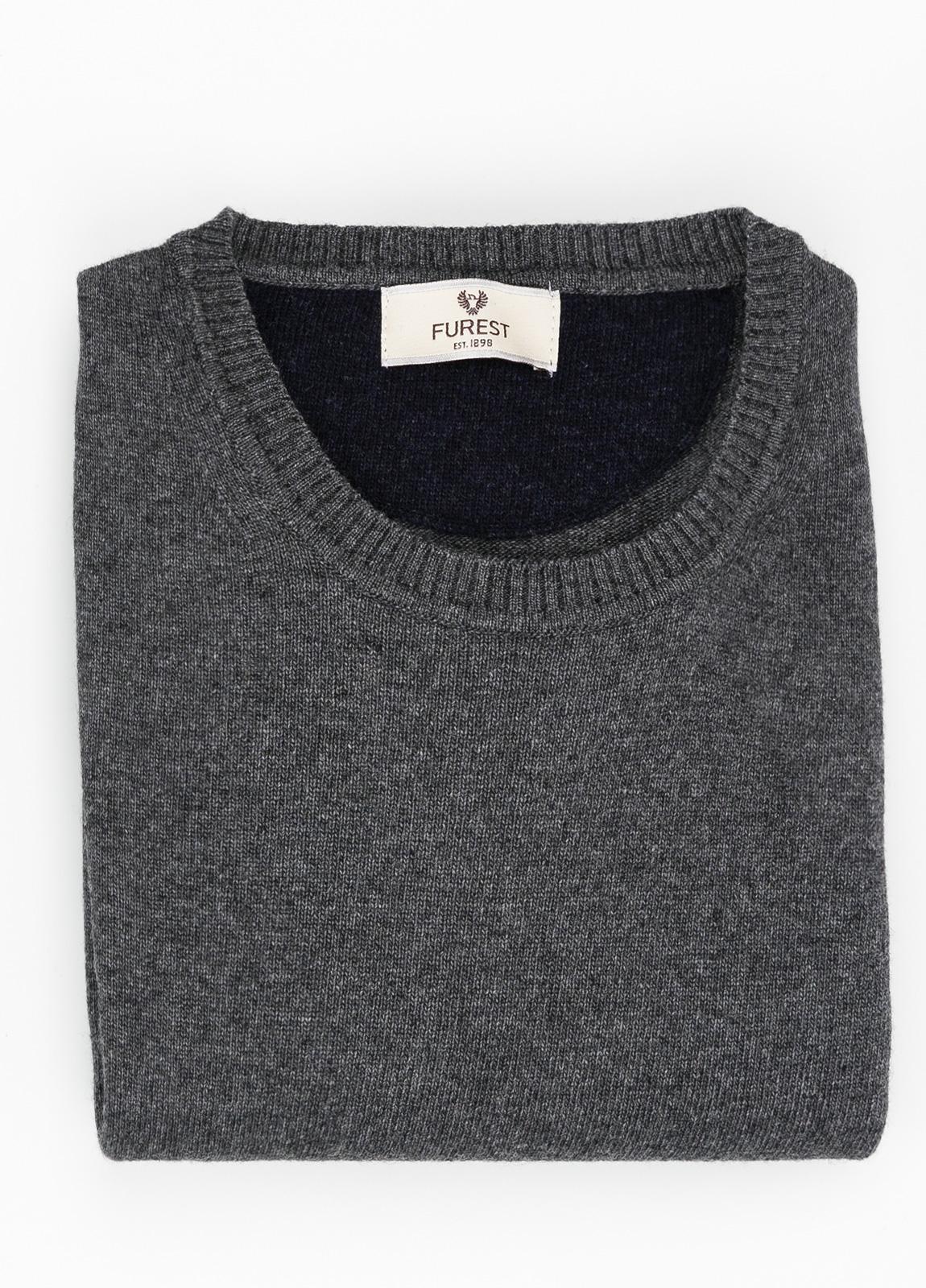 Jersey liso cuello redondo color gris vigoré, 40% lana merino, 20% viscosa, 10% cachemire - Ítem1