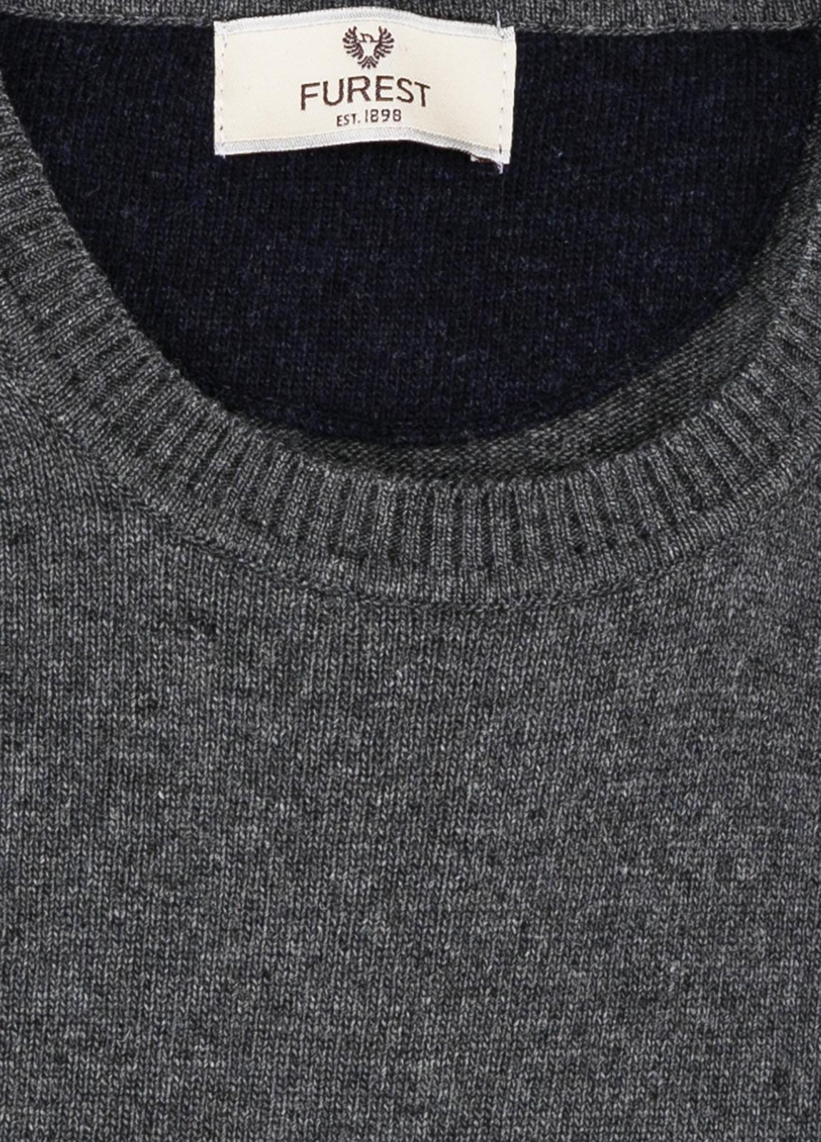 Jersey liso cuello redondo color gris vigoré, 40% lana merino, 20% viscosa, 10% cachemire