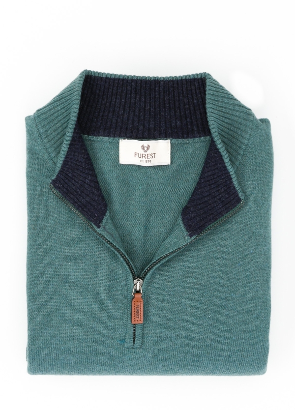Jersey liso cuello cremallera, color verde, 40% lana merino, 30% viscosa, 10% cachemire - Ítem1